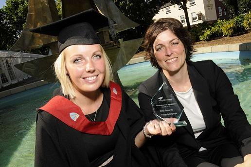 The Translation People vergibt Preis für hervorragende Übersetzungsleistung an der Aston University